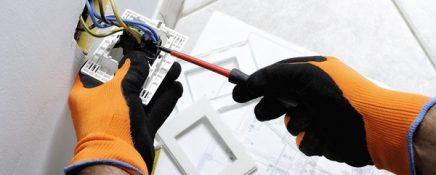 become a maintenance electrician